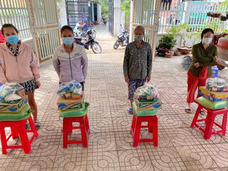 Tổ đình thiền viện Thường Chiếu tặng quà đến bà con ở nhiều khu vực trên địa bàn tỉnh Đồng Nai