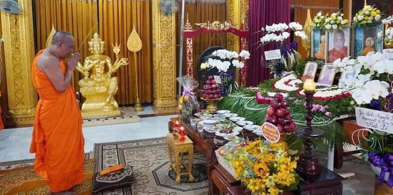 Hòa thượng Danh Lung, chư Tăng tại trú xứ thành kính tưởng niệm Trưởng lão Hòa thượng Danh Nhưỡng - Ảnh: Hoài Thái