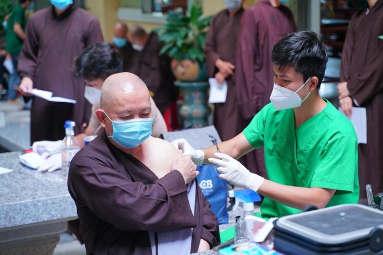 Chư Tăng Ni Phật giáo quận Thủ Đức (cũ) đồng loạt tiêm mũi 2 tại các cơ sở tự viện