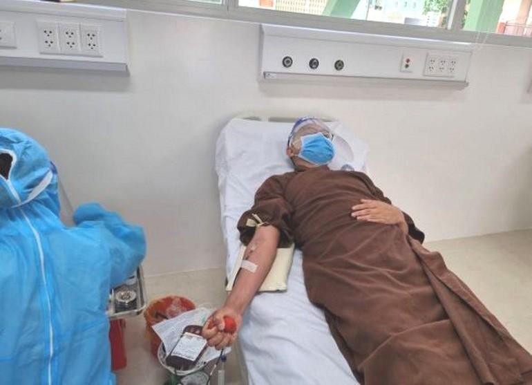 Có 3 vị Tăng thuộc chùa Long Hoa hiến máu trong mùa dịch Covid-19