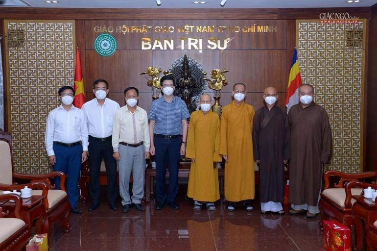 Tổ Công tác Ban Tôn giáo Chính phủ chụp ảnh lưu niệm cùng chư tôn đức Ban Trị sự GHPGVN TP.HCM