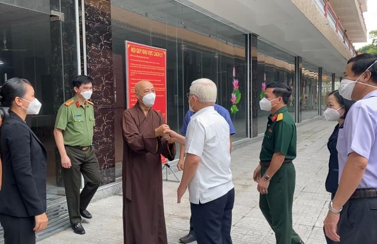 Bí Thư Tỉnh ủy Bình Dương Nguyễn Văn Lợi thăm, làm việc tại khu cách ly điều trị bệnh nhân Covid-19, Trạm y tế lưu động chùa Hội Khánh
