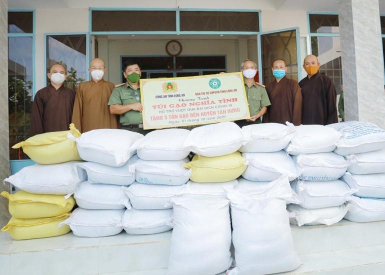 """Chương trình """"Túi gạo nghĩa tình"""" sẽ tặng 100 tấn gạo hỗ trợ người dân trong mùa dịch Covid-19"""