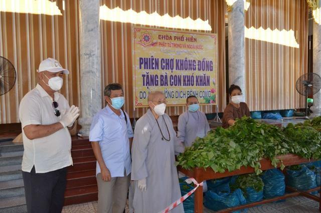 Ni trưởng Thích nữ Diệu Tâm, trú trì chùa Phổ Hiền đã tổ chức phiên chợ 0 đồng hỗ trợ người nghèo