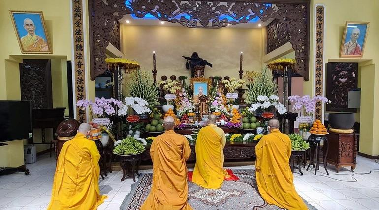 Chư Tăng chùa Bửu Đà tưởng niệm nội bộ cố Hòa thượng Thích Như Thọ, nguyên Trưởng ban Trị sự Phật giáo quận 10 - Ảnh: B.Đ