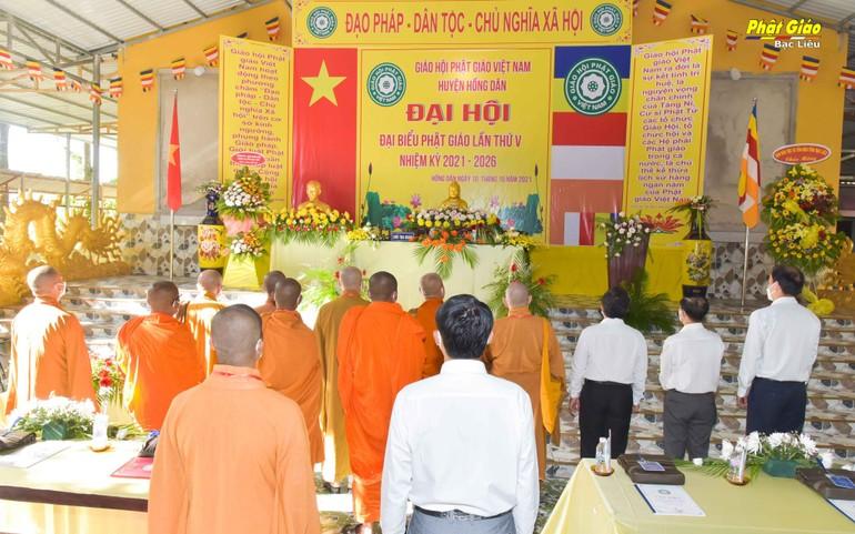 Quang cảnh Đại hội đại biểu Phật giáo lần thứ V Phật giáo huyện Hồng Dân