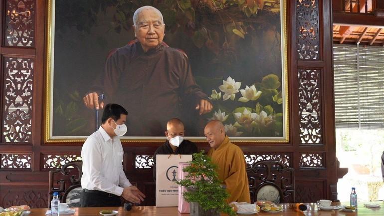 Hòa thượng Thích Nhật Quang tiếp ông Bí thư Tỉnh ủy tỉnh Đồng Nai tại thiền viện Thường Chiếu