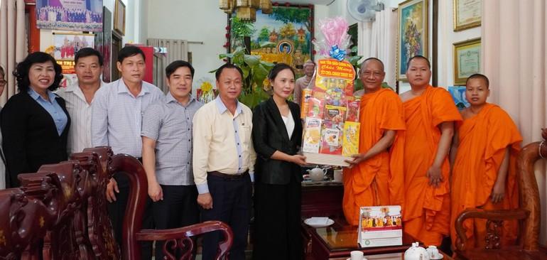 Ban Tôn giáo Chính phủ thăm và chúc mừng năm mới tại chùa Candaransi