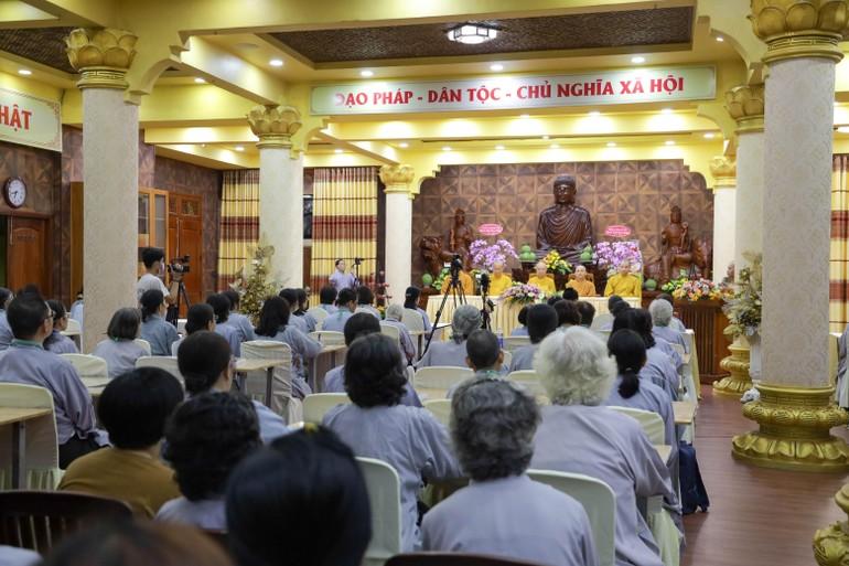 Khai giảng lớp Giới Bồ-tát tại gia dành cho Phật tử tại chùa Minh Đạo - Ảnh: Công Minh - Phương Đại