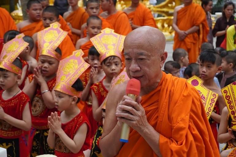 Hòa thượng Thích Thiện Chiếu, trụ trì chùa Kỳ Quang 2 chủ trì buổi lễ