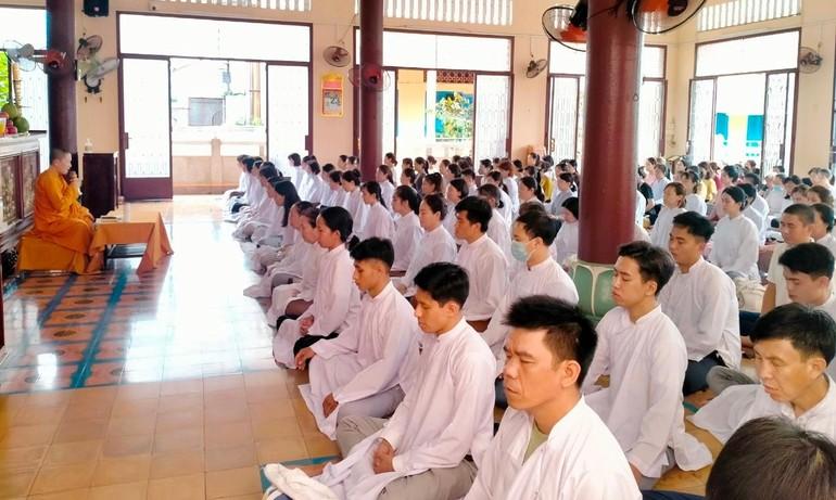 Hơn 150 Phật tử về tịnh xá Ngọc Phương thực tập thiền