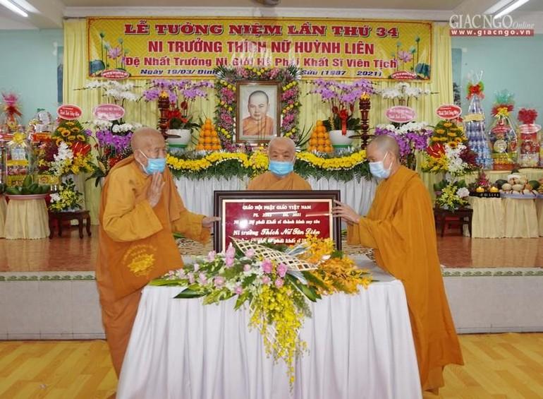 Suy tôn Ni trưởng Thích nữ Tân Liên làm Trưởng Ni giới Hệ phái Khất sĩ Việt Nam đời thứ 5 sáng nay, 30-4
