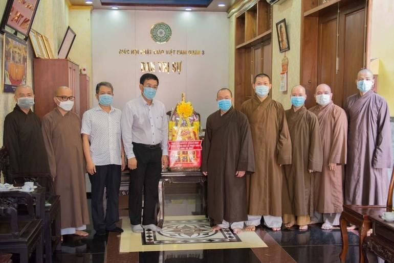 Ban Tôn giáo TP.HCM chúc mừng Phật đản đến Tăng Ni và Phật tử quận 3