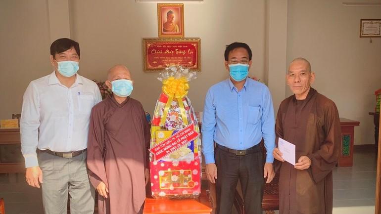 Lãnh đạo Ban Tôn giáo TP.HCM chúc mừng Phật đản đến Phật giáo quận Gò Vấp