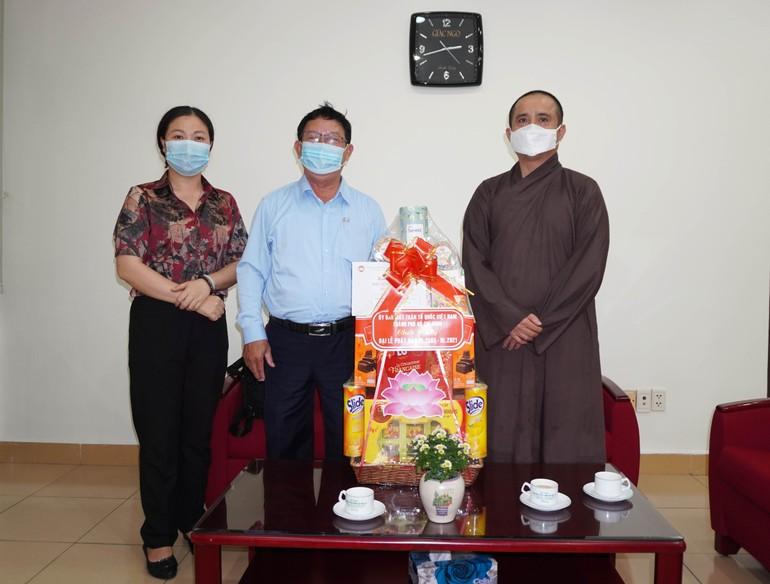 Ông Vũ Mạnh Hải thăm, chúc mừng Phật đản tại tòa soạn Báo Giác Ngộ