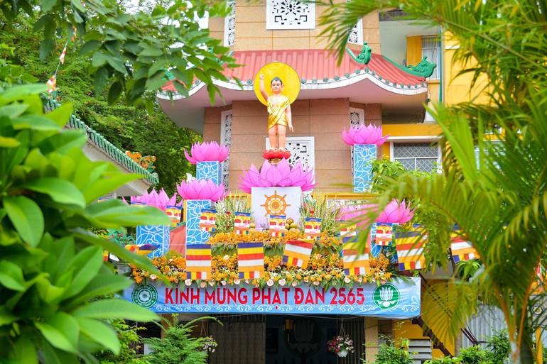 Lễ đài Kính mừng Phật đản tại chùa Xá Lợi, quận 3