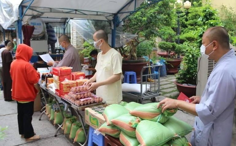 """""""Siêu thị 5K"""" tại chùa Bửu Đà hoạt động ngày 15-6 - Ảnh: CBĐ"""