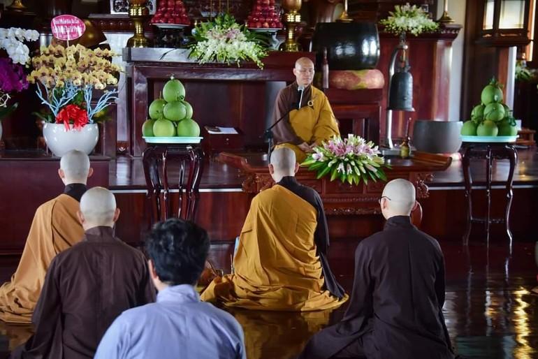 Thiền tọa trước khi Thượng tọa Thích Trí Chơn có thời pháp thoại