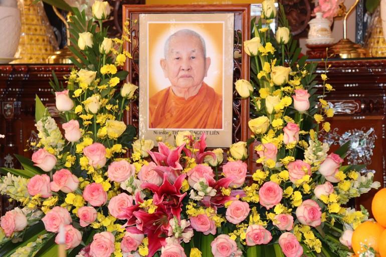 Di ảnh Ni trưởng Thích nữ Ngoạt Liên tại tổ đình Ngọc Phương - Ảnh: Ban TT NGKS
