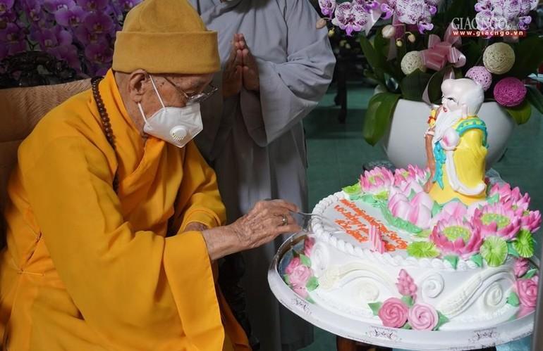 Chư Tăng, Phật tử chùa Xá Lợi khánh tuế Trưởng lão Hòa thượng Thích Hiển Tu, Phó Pháp chủ Hội đồng Chứng minh GHPGVN, 101 tuổi