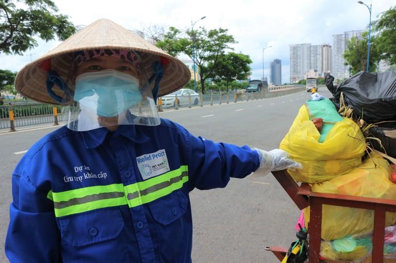 Chị lao công quét rác Trình Thị Chương