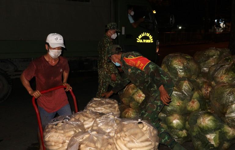 """12 giờ đêm tại """"xóm chùa"""" số 59 Thuận Kiều, phường 12, quận 5, TP.HCM."""