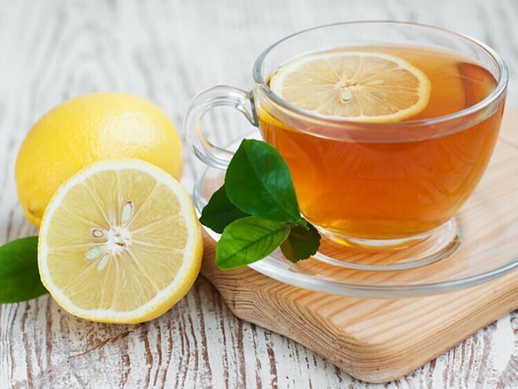 Uống nước ấm pha mật ong và chanh mỗi buổi sáng để cơ thể khỏe mạnh. Ảnh: Pinterest