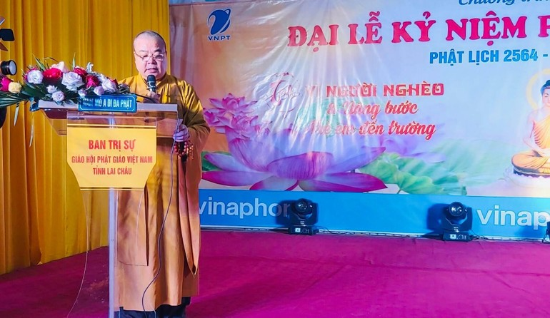 Hòa thượng Thích Thanh Nhiễu đọc diễn văn lễ Phật thành đạo