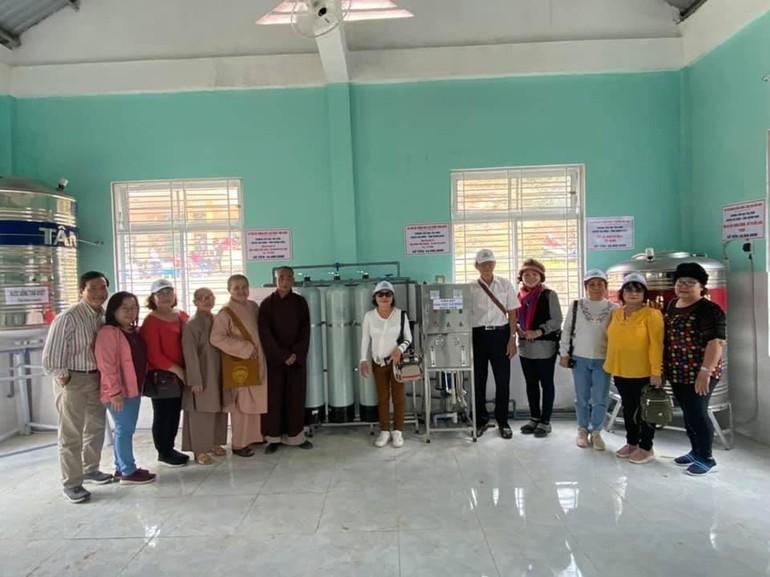 Đoàn thiện nguyện trao hệ thống máy lọc nước cho Trường Tiểu học Trà Xinh