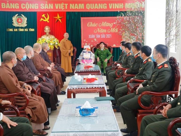 Ban Trị sự GHPGVN tỉnh Hà Tĩnh thăm và chúc tết công an tỉnh nhà