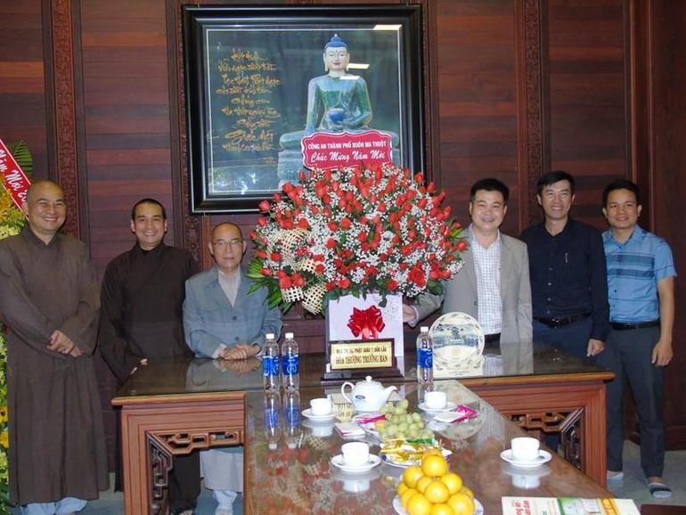 Đoàn lãnh đạo Công an TP.Buôn Ma Thuột chúc tết Ban Trị sự GHPGVN tỉnh Đắk Lắk