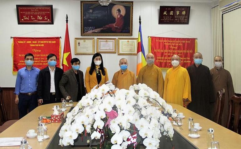 Bà Nguyễn Lan Hương thăm, chúc Tết chư tôn đức GHPGVN TP.Hà Nội