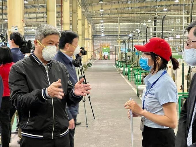 Thứ trưởng Y tế Nguyễn Trường Sơn kiểm tra công tác phòng, chống Covid-19 tại Hải Dương. Ảnh: Bộ Y tế.