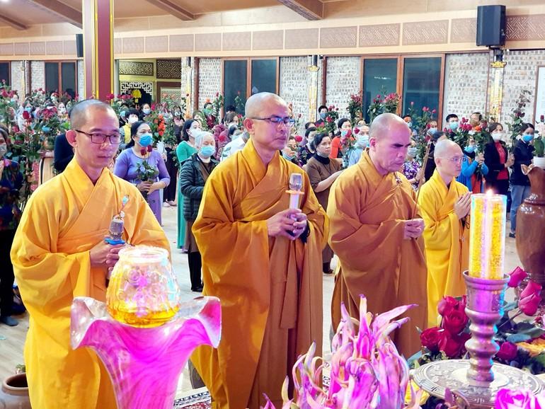 Đại đức Thích Định Tuệ, Trụ trì chùa Đức Hậu chủ trì khóa lễ tạ đàn Dược Sư