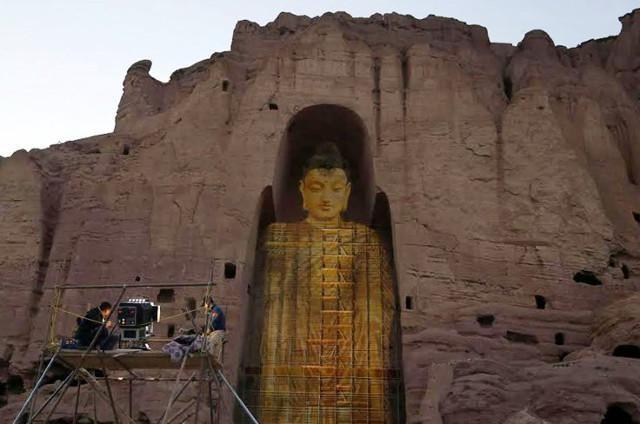 Tái hiện hình ảnh tượng Phật khổng lồ bằng ánh sáng 3D