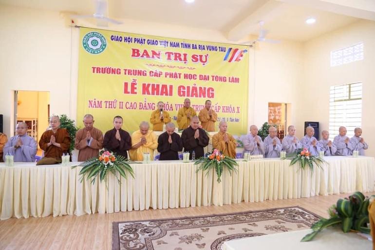Ban Giám Hiệu và chư tôn đức Giáo thọ sư trong buổi lễ khai giảng của trường TCPH Đại Tòng Lâm (tỉnh BR-VT)