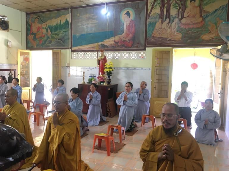 Chư Tăng cùng Phật tử cử hành nghi thức hoàn kinh Dược Sư tại chùa Hải Đức (huyện Cần Giờ)