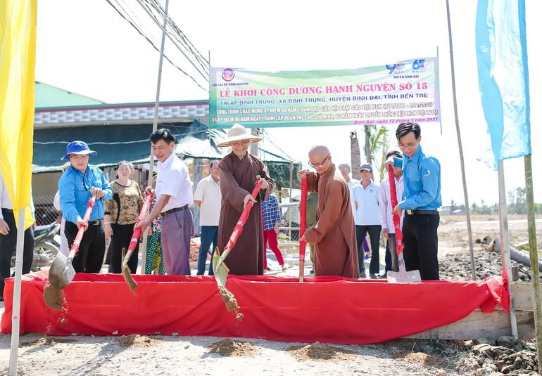 """Khởi công xây dựng tuyến đường """"Hạnh Nguyện số 15"""" tại xã Định Trung"""