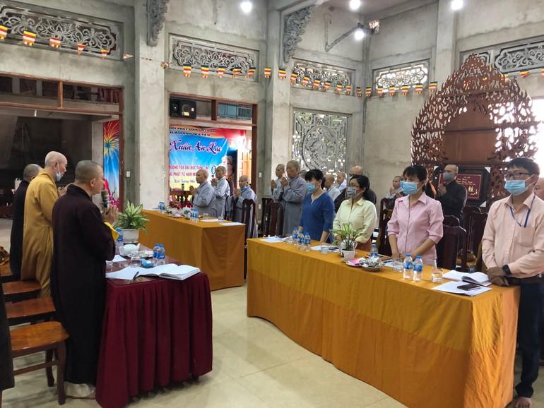 Chư tôn đức Tăng Ni, đại diện chính quyền tham dự phiên họp