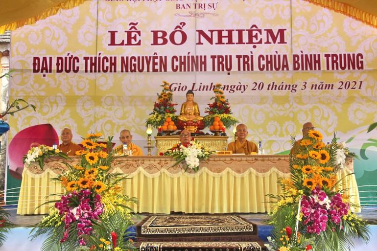 Chư tôn đức Chứng minh buổi lễ bổ nhiệm Trụ trì chùa Bình Trung