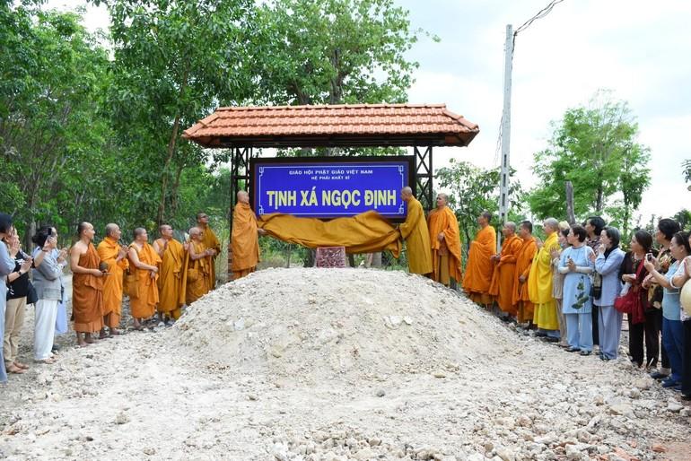 Chư Tăng và Phật tử Giáo đoàn 6 đã cử hành buổi lễ thượng bảng hiệu tịnh xá Ngọc Định