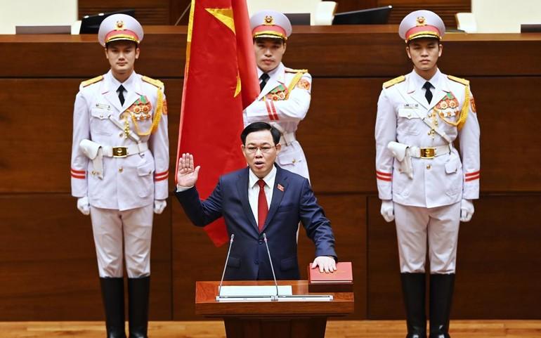 Chủ tịch Quốc hội Vương Đình Huệ tuyên thệ - Ảnh: Giang Huy