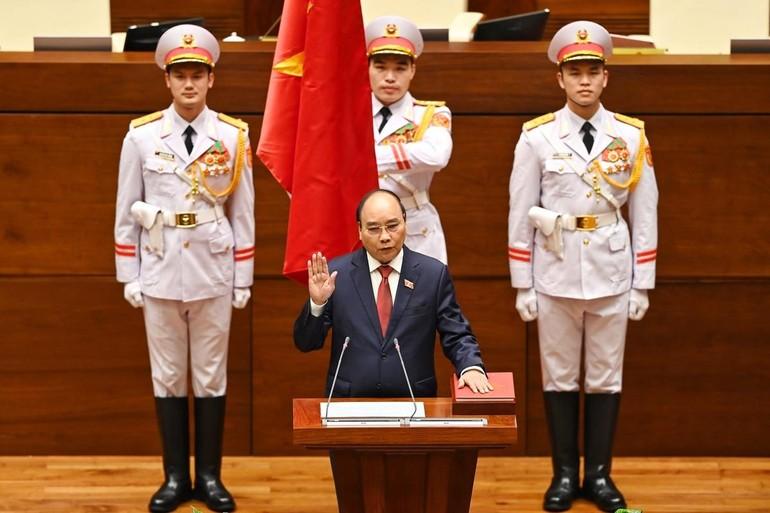 Tân Chủ tịch nước Nguyễn Xuân Phúc tuyên thệ - Ảnh: Giang Huy