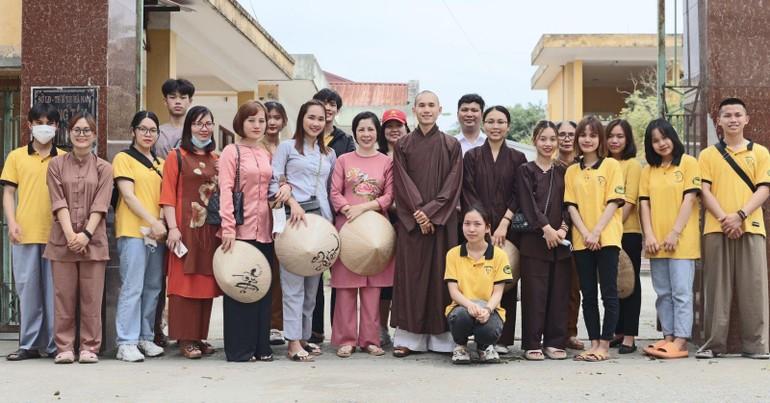 Câu Lạc bộ Thanh thiếu niên Phật tử Hương Từ chùa Phật Quang