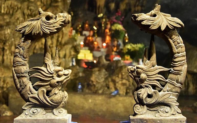 Đôi chân đèn trúc hóa long - Ảnh: Trần Thanh Tùng