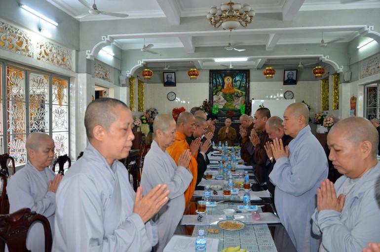 Chư tôn đức Tăng Ni niệm Phật cầu gia hộ