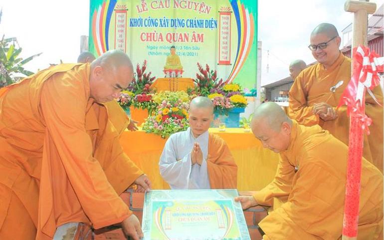 Chư tôn đức Tăng đặt đá khởi công xây dựng ngôi đại hùng bảo điện chùa Quan Âm