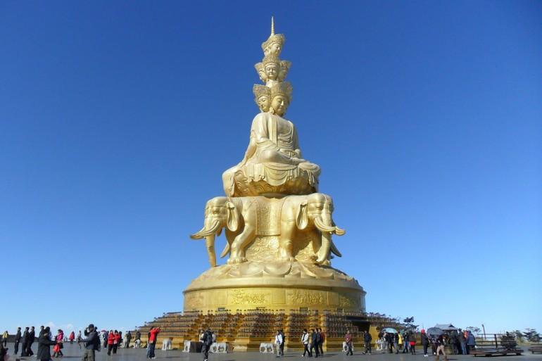 Tôn tượng Bồ-tát Phổ Hiền trên đỉnh núi Nga Mi - Ảnh minh họa