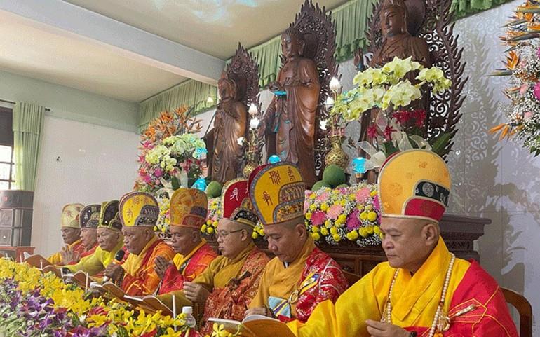 Chư tôn đức Chứng minh khai đàn Dược Sư Thất Châu tại chùa Nam An