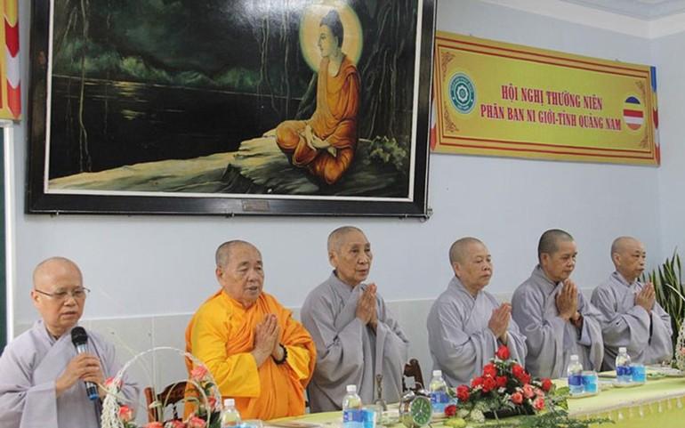 Chư tôn đức Ni niệm Phật cầu gia hộ